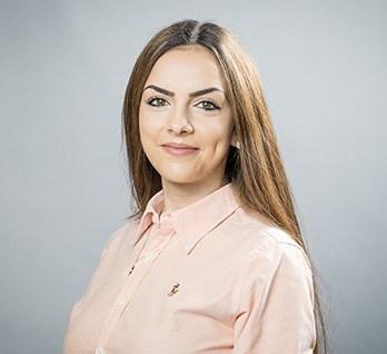 Sandra Di Liberto kümmert bei der MM Trade Naturstein GmbH um die Verwaltung und den Verkauf