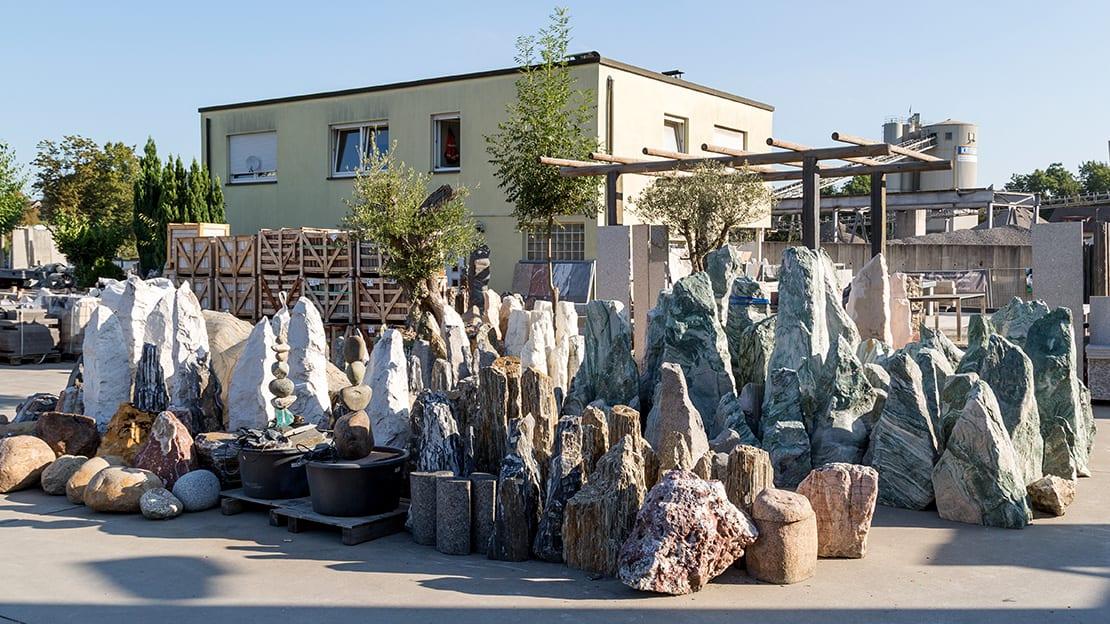Quellsteine und Findlinge in jeder Größe und Farbe finden Sie bei uns in Remseck