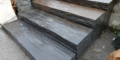 Robuste und gleichzeitig edle Blockstufen aus Naturstein