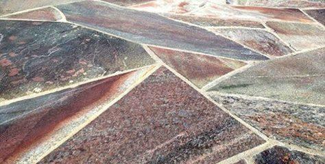 Polygonalplatten mit unterschiedlichen Farbnuancen