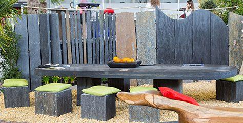 Sichtschutz und Gartenmöbel aus Naturstein