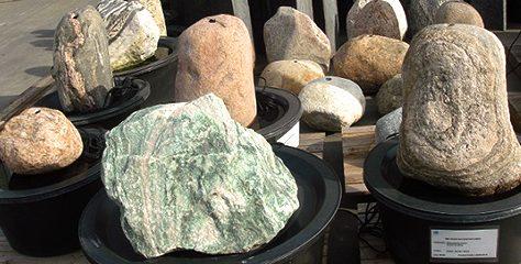 Quellsteine in allen Größen und Formen gibt es bei uns in Remseck