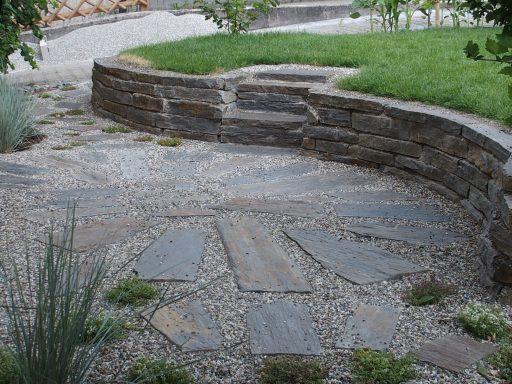 Gerne beraten wir Sie in der Gartengestaltung mit Natursteinen